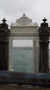 Bosfor kroz kapiju Dolmabahče palate